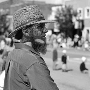 amish man side view in black and white